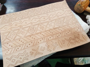 西アフリカ伝統泥染め風レザークラフト