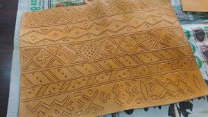 西アフリカの伝統泥染め風レザークラフト
