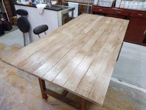 アンティーク風のワークテーブル